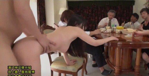 Video BOKEP cewek jepang ngentot bersama di ruang makan